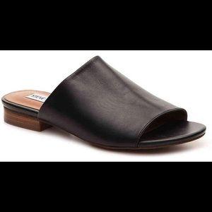 Steve Madden Trope Black Leather Flat Sandal